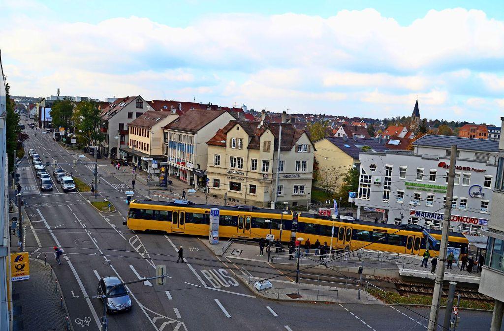 DHBW-Studenten haben untersucht, mit welchen Konzepten das Vaihinger Zentrum –  hier der Schillerplatz –  attraktiver werden kann. Foto: Sandra Hintermayr