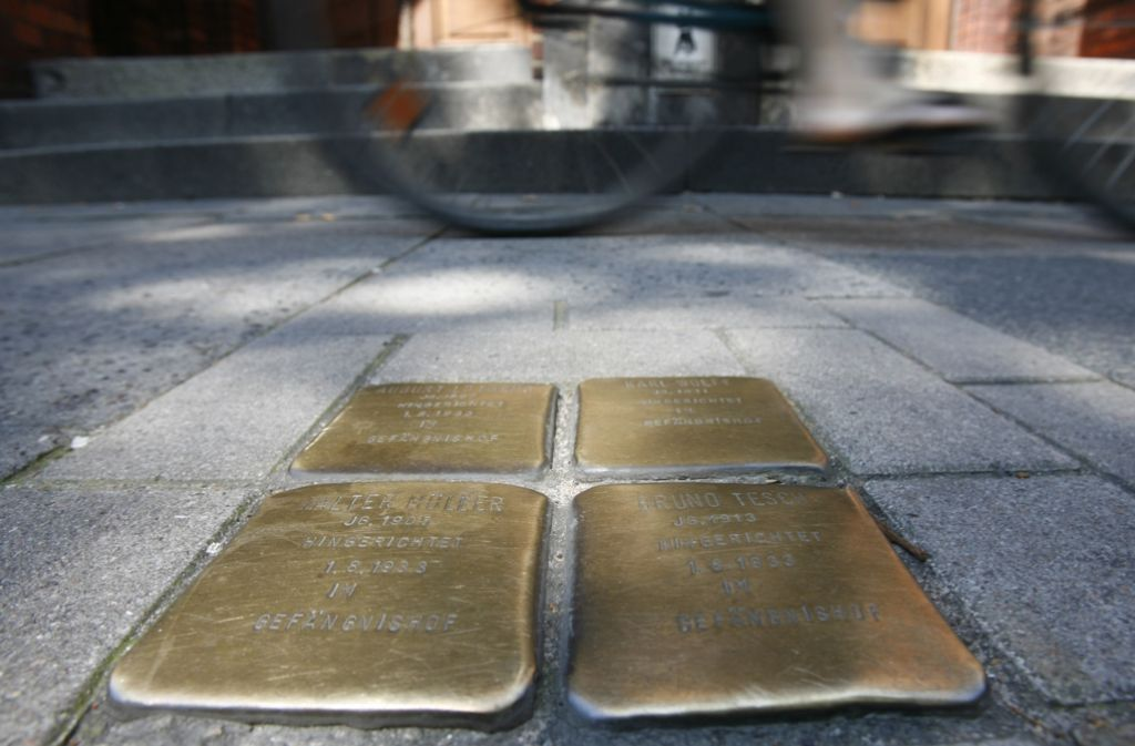Der Bildhauer Gunter Demnig hat mittlerweile Stolpersteine in ganz Europa gesetzt. Foto: dpa