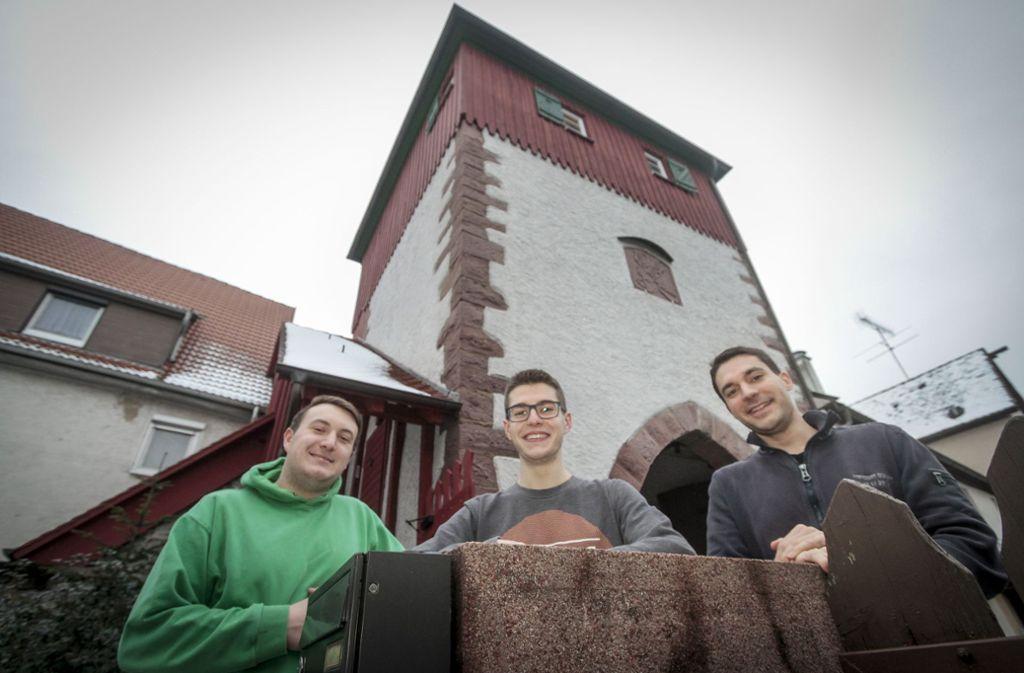 Die Pfadis und ihr Turm: Luca Blaszczyk, Jonas Pohle und Steffen Rüger (v.l.) Foto: factum/Bach