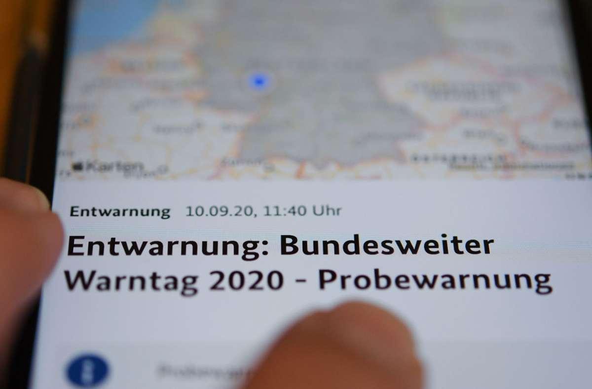 Viele bekamen statt einer Warnung nur eine Entwarnung auf ihr Smartphone. Auch sonst klappte am bundesweiten Warntag nicht alles. Foto: dpa/Arne Dedert