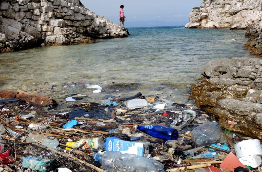Bei einem Aktionstag in der Wilhelma geht es darum, wie man die Meere vor der Verschmutzung durch Plastikmüll schützen kann. Foto: dpa