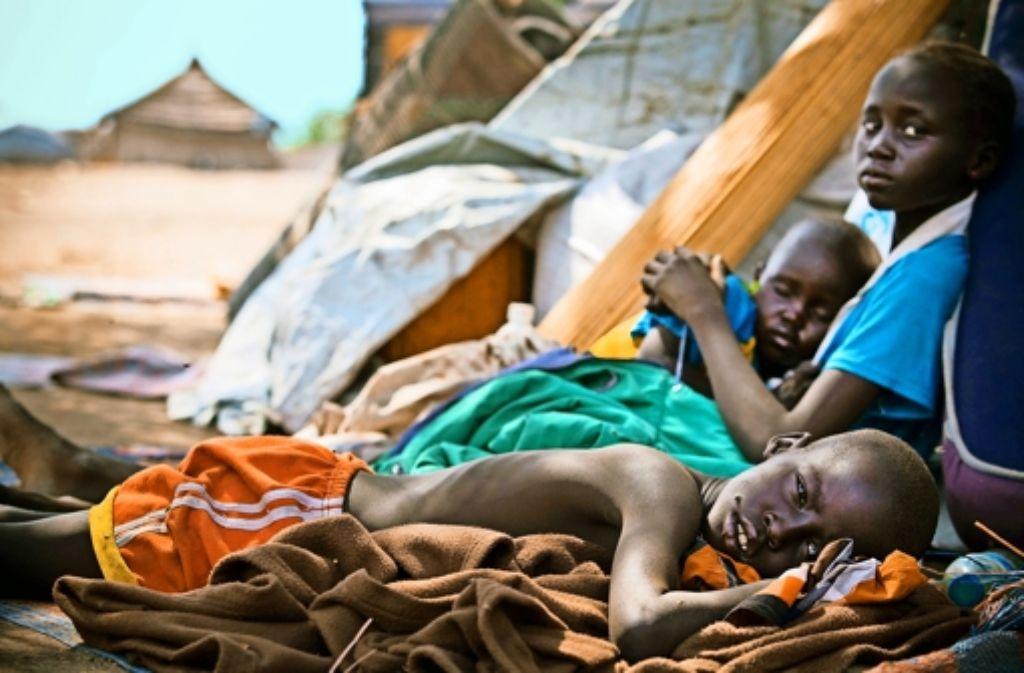Auf der Flucht  und  unterversorgt:  im Südsudan werden bald mehr als vier Millionen Menschen, darunter viele Kinder,  auf Nahrungsmittelhilfe angewiesen sein. Foto: Dieterich, dpa