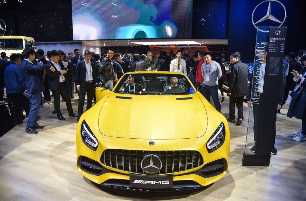 Auch Mercedes-Benz war auf der Ausstellung vertreten. Foto: AFP/HECTOR RETAMAL