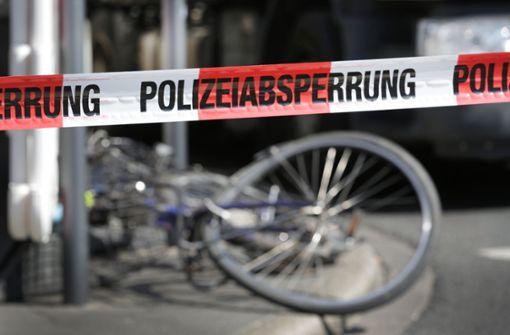 Unbekannte Frau verursacht in Filderstadt Unfall mit Radfahrer