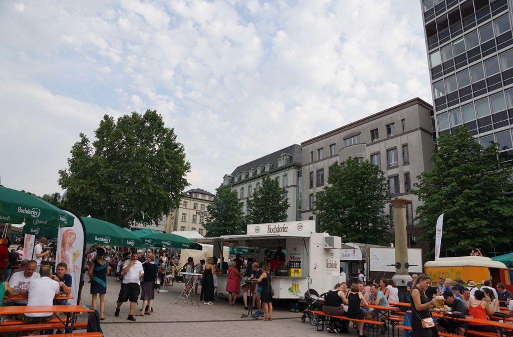 Der Wilhelmsplatz am Henkersfest. Auch das vergleichsweise kleine Stuttgarter Straßenfest könnte durch eine autobefreite Zone wachsen. Foto: Andreas Rosar//Fotoagentur-Stuttg