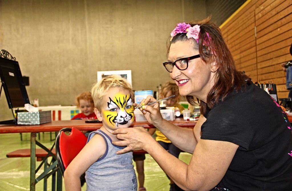 Die Hugo-Kunzi-Halle in Feuerbach war  zum Weltkindertag fest in Kinderhand.  Es gab   Spiel- und Bewegungsangebote. Foto: Georg Friedel