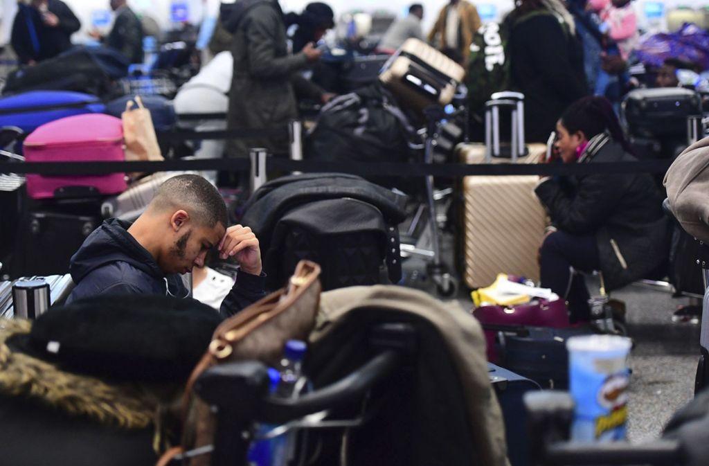 Am Flughafen Gatwick geht derzeit nichts mehr – und das in der Urlaubszeit (Archivbild). Foto: AP