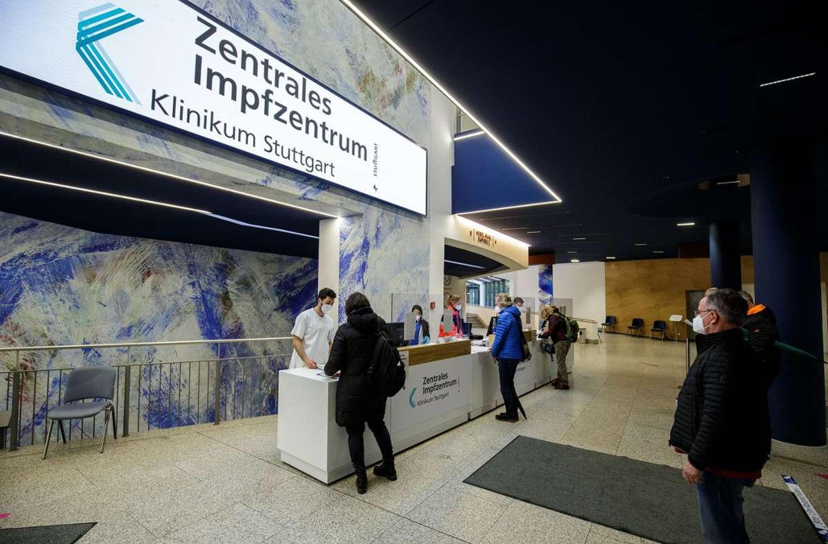 In der Liederhalle werden Impflinge im Minutentakt versorgt. Foto: Lichtgut/Leif Piechowski