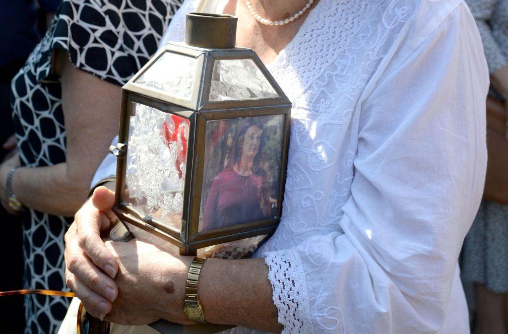 Menschen trauern um die ermordete Journalistin Daphne Caruana Galizia. Foto: AFP