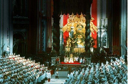Zweieinhalbtausend Bischöfe und Kardinäle trafen sich 1962 im Vatikan. Foto: dpa
