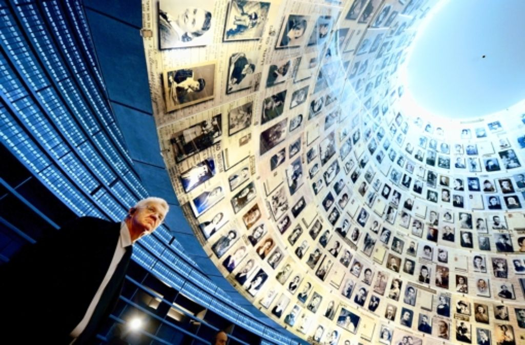 Winfried Kretschmann ist tief berührt in der Holocaust-Gedenkstätte Yad Vashem. Foto: dpa