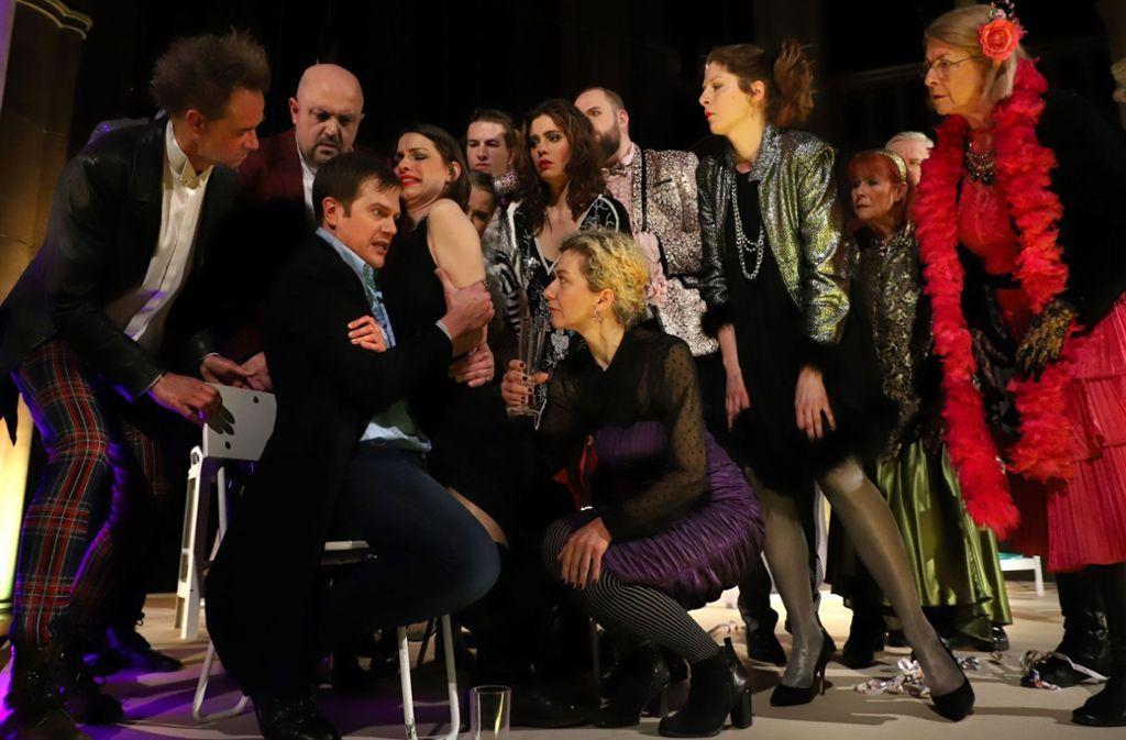 Schluss mit Party: Jedermann (Jens Woggon) hat die Stimme des Todes gehört. Foto: Sabine Heymann