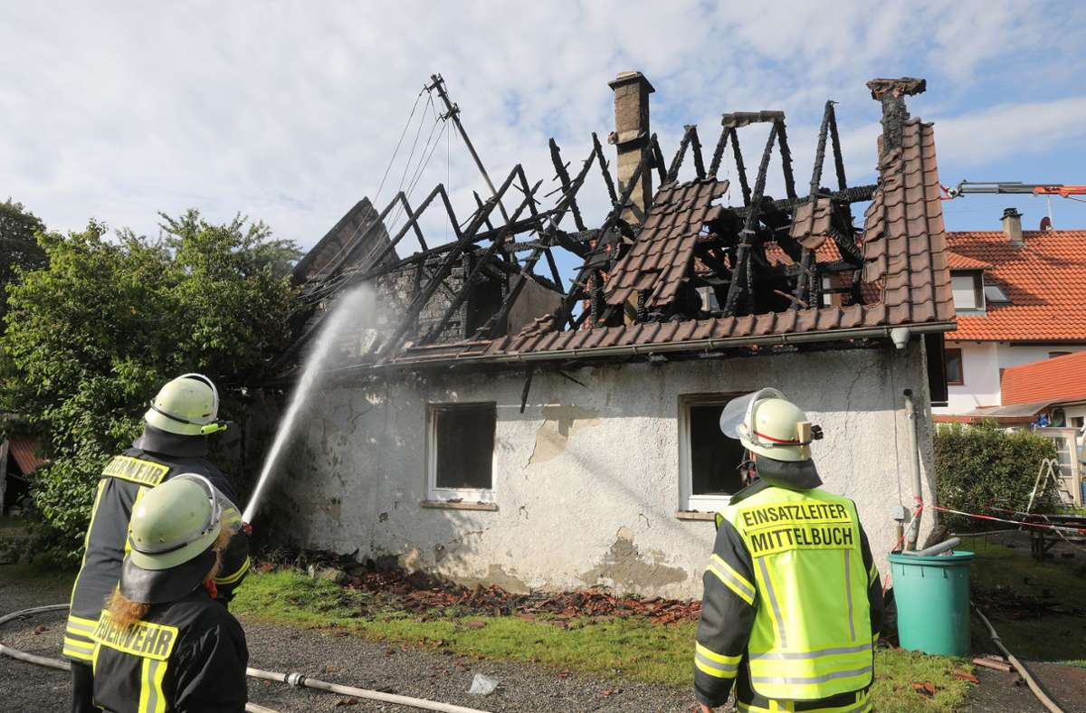Am Samstag soll ein Brandermittler das einsturzgefährdete Gebäude untersuchen. Foto: dpa/Thomas Warnack