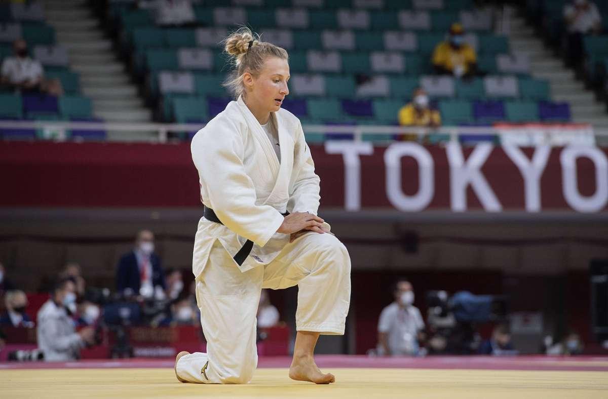 Martyna Trajdos erhielt vor ihrem Kampf einige Ohrfeigen von ihrem Trainer. Foto: imago images/Sven Simon/Franz Waelischmiller via www.imago-images.de