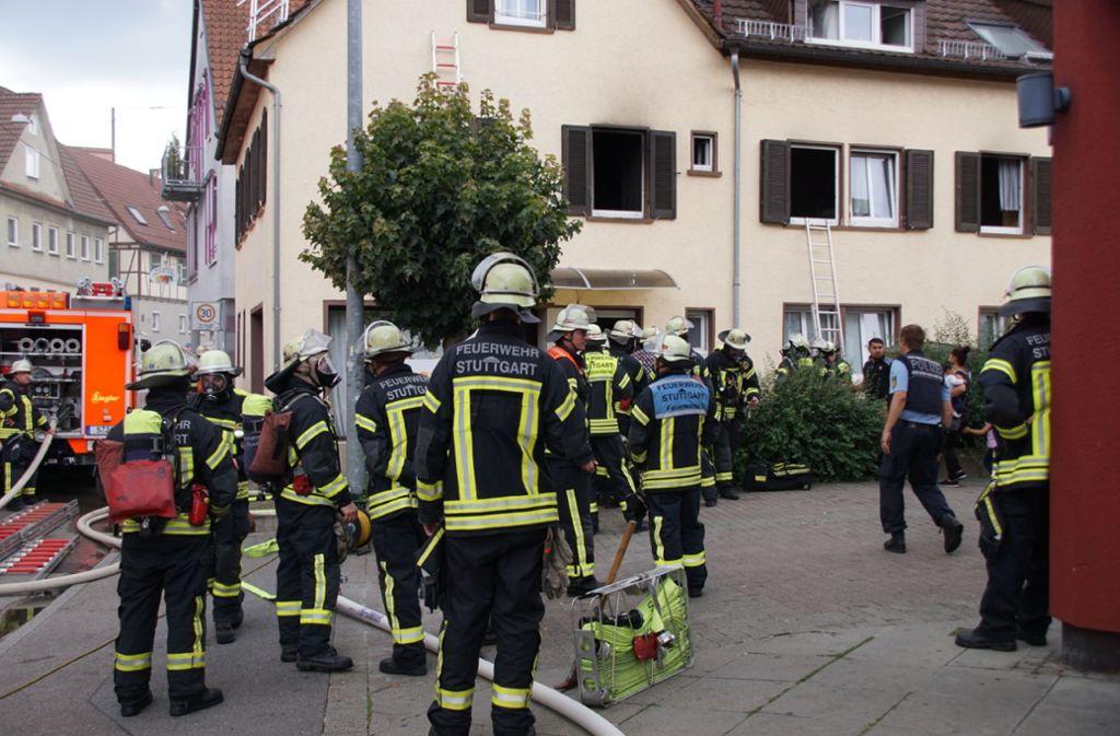 In dem Haus war am Mittag ein Feuer ausgebrochen. Dabei wurden mehrere Bewohner verletzt. Foto: SDMG