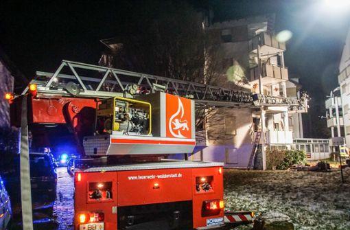 Vier Verletzte nach Brand in Mehrfamilienhaus