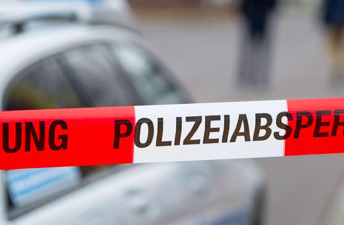 Die Polizei hat die Ermittlungen übernommen (Symbolbild). Foto: dpa/Marc Tirl