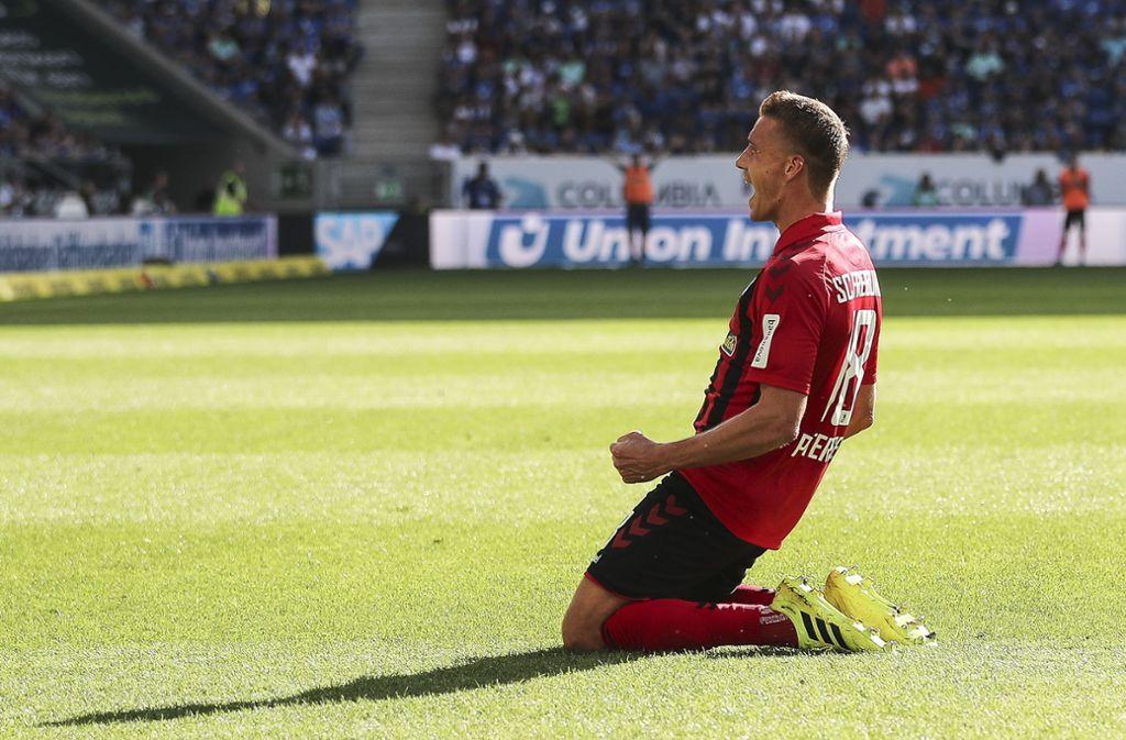 Nils Petersen erzielt das 3:0 in der 59. Minute. Foto: Bongarts/Getty Images/Christian Kaspar-Bartke