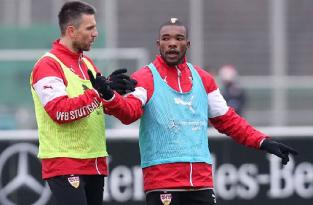 Serey Dié soll am Freitag gegen Borussia Dortmund helfen, die Blockade beim VfB Stuttgart zu lösen. Am Dienstag stand er mit seinen Kollegen beim Training auf dem Platz. Foto: Pressefoto Baumann