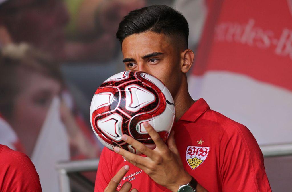 Nicolas Gonzalez küsst den Ball vor jedem Spiel Foto: Baumann