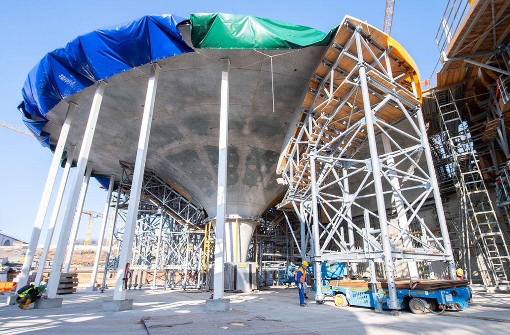 Die Farbe des Betons soll sich durch den Sauerstoff in der Luft noch verändern. Foto: dpa