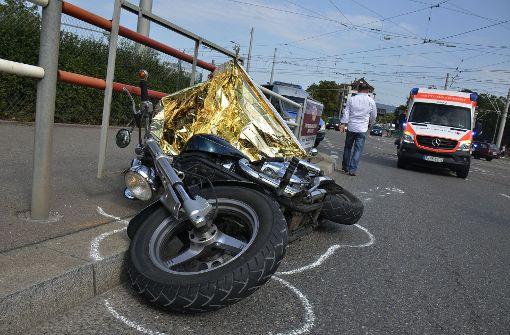 Motorradfahrer schwer verletzt – Zeugen gesucht