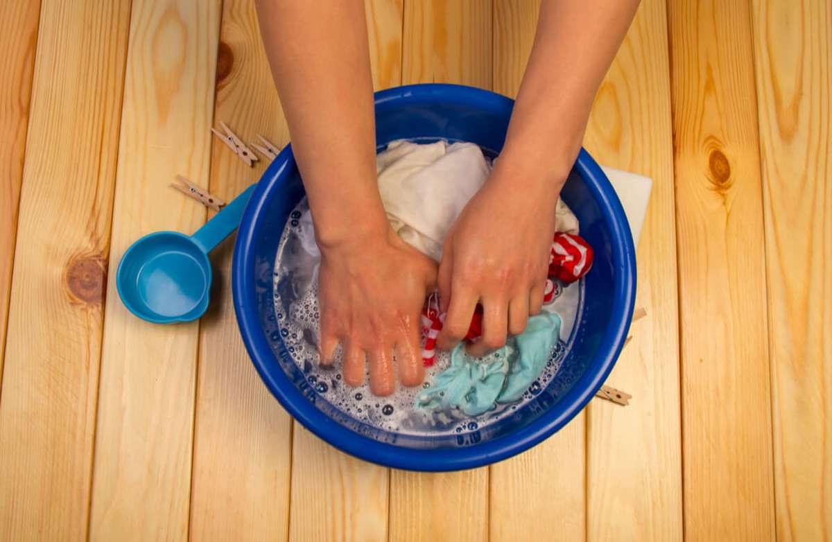Die Handwäsche ist schonender. Foto: Laboko / shutterstock.com