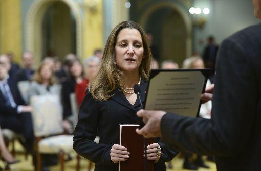 Premier Trudeau bildet Kabinett um