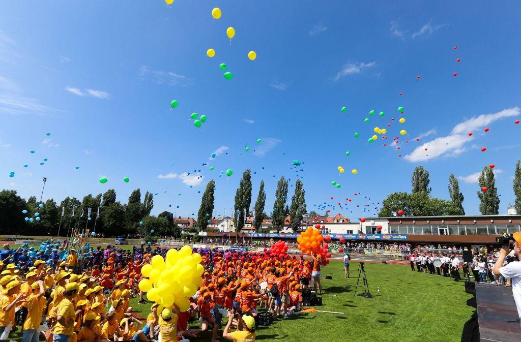 Das Floschenstadion zeigte sich am Samstag als buntes Farbenmeer. Foto: factum/Weise