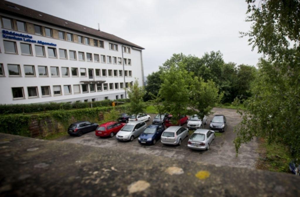 Auf dem Grundstück, auf dem der Neubau der John-Cranko-Schule entstehen soll, müssen Bäume gefällt werden. Foto: Achim Zweygarth