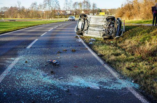 Auto überschlägt sich – Unfallverursacher flüchtet