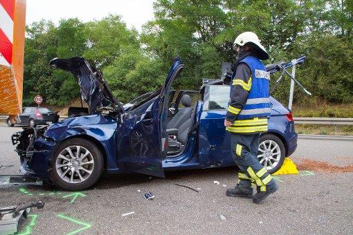 Audi-Fahrerin fährt auf Mähfahrzeug auf
