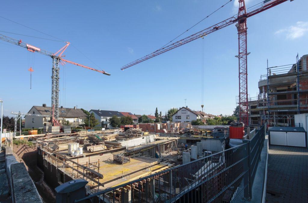 An vielen Stellen im Strohgäu stehen Baukräne. Foto: factum/Granville
