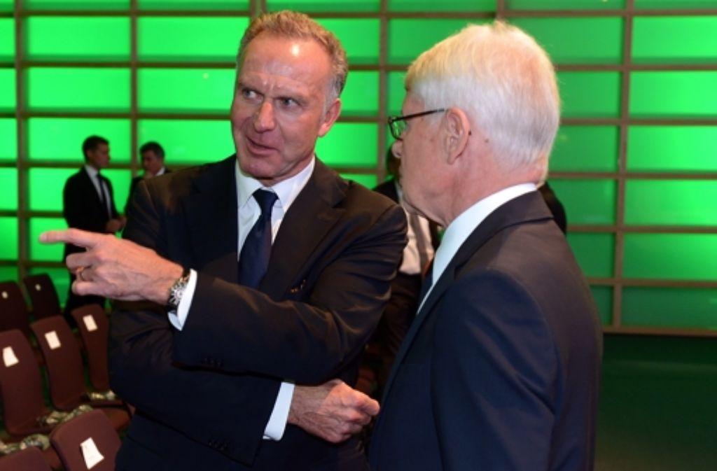 Borussia Dortmunds Präsident Reinhard Rauball (rechts) mit dem Vorstandsvorsitzenden des FC Bayern München, Karl-Heinz Rummenigge. Foto: Bongarts