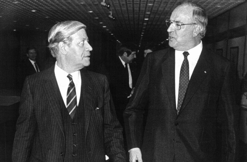 Erzfeinde unter sich: Helmut Schmidt und Helmut Kohl. Foto: dpa