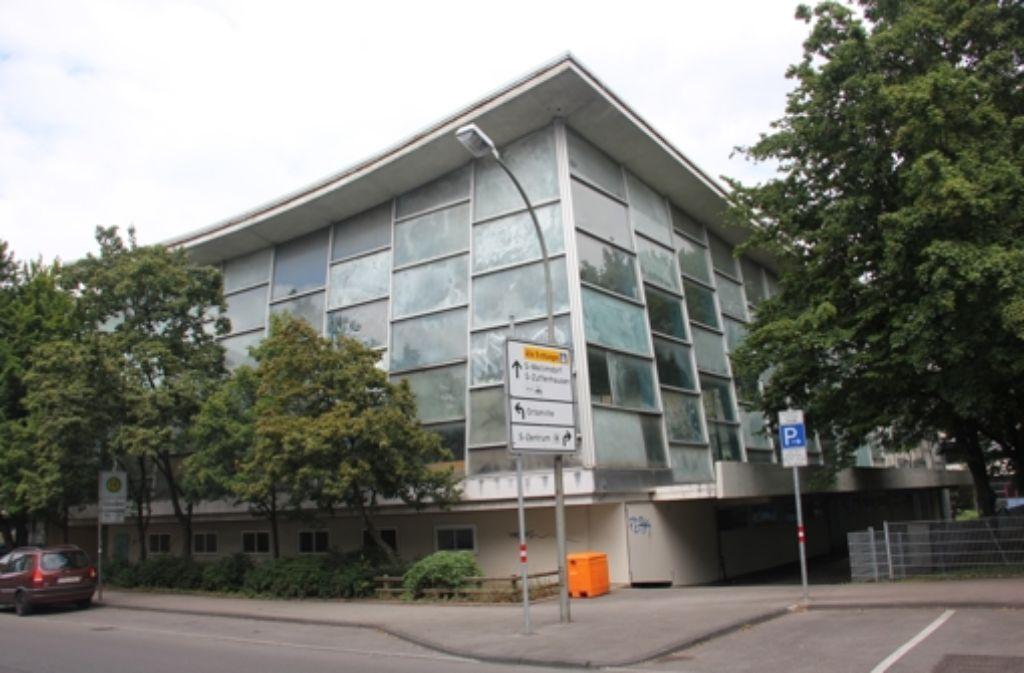 Im Januar 2016 sollen die Arbeiten am  Gebäude an der Ecke Leobener/Wiener Straße beginnen. Rund 11 Millionen Euro wird   die Sanierung kosten. Foto: Torsten Ströbele