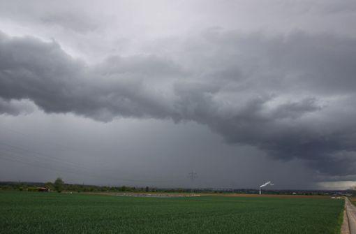 Starkregen und Gewitter am Sonntag