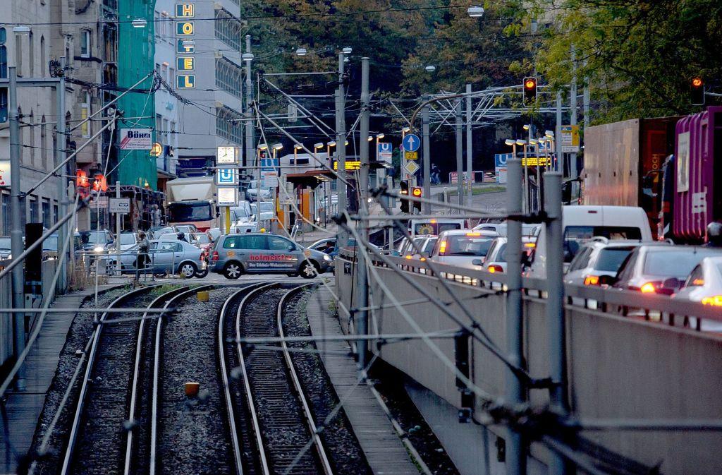 Im Bereich der Stadtbahnhaltestelle Olgaeck kann es wegen einer Gasstörung zu Stau kommen. Foto: dpa