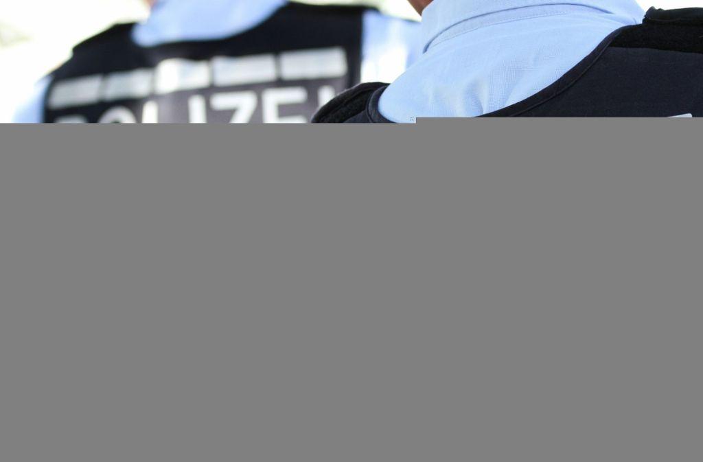 In Mainz sollen Polizeibeamte gegen Corona-Regeln verstoßen haben (Symbolbild. Foto: dpa/Silas Stein