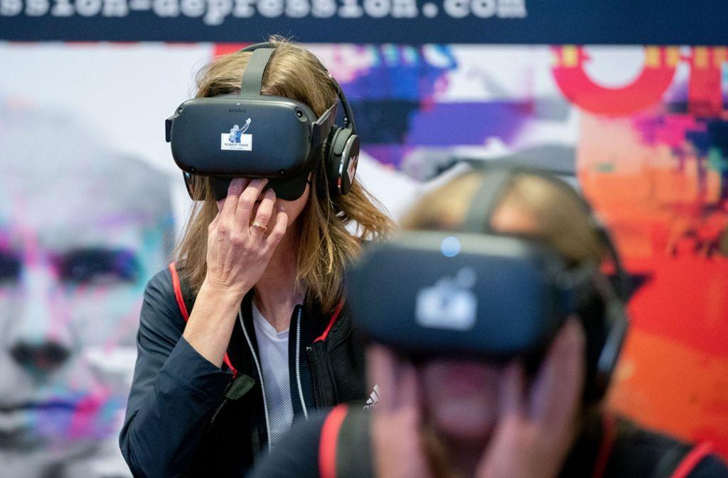 Psychotherapeuten, Betroffene und VR-Techniker haben bei der Entwicklung der Brille mitgewirkt. Foto: dpa/Kay Nietfeld