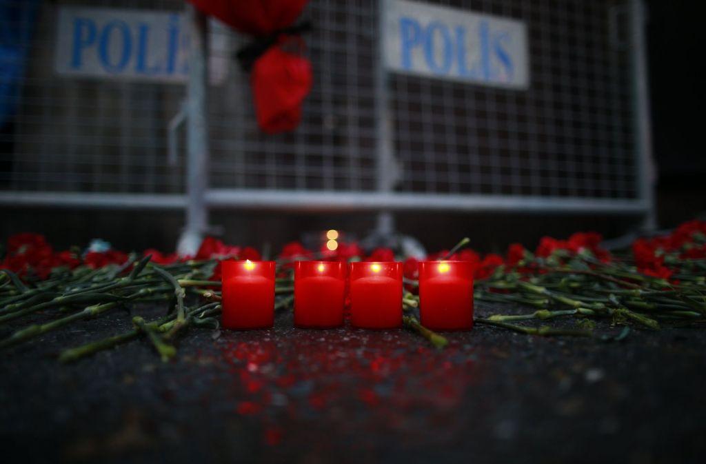 Die Polizei sucht weiterhin nach dem mutmaßlichen Attentäter. Foto: AP