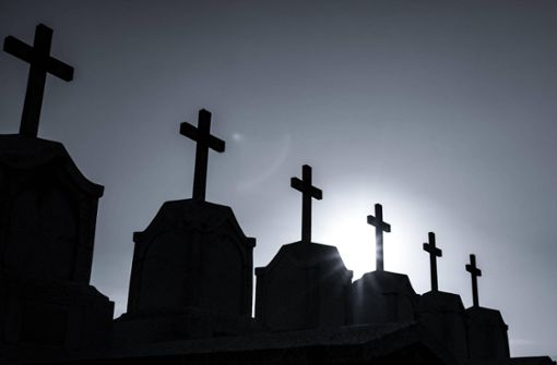 Toter monatelang in seinem Bett vergessen