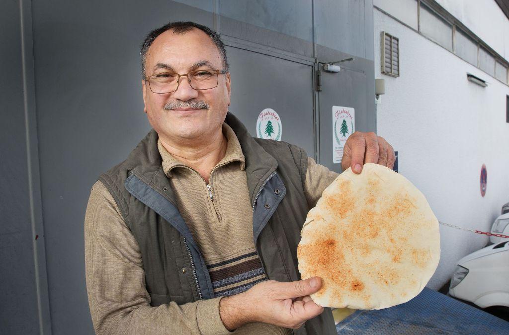 Fladenbrot-Chef Abdel Razzak Al-Khakani hat sich mit der Fladenbrot-Bäckerei einen Traum erfüllt.  Foto: Ines Rudel