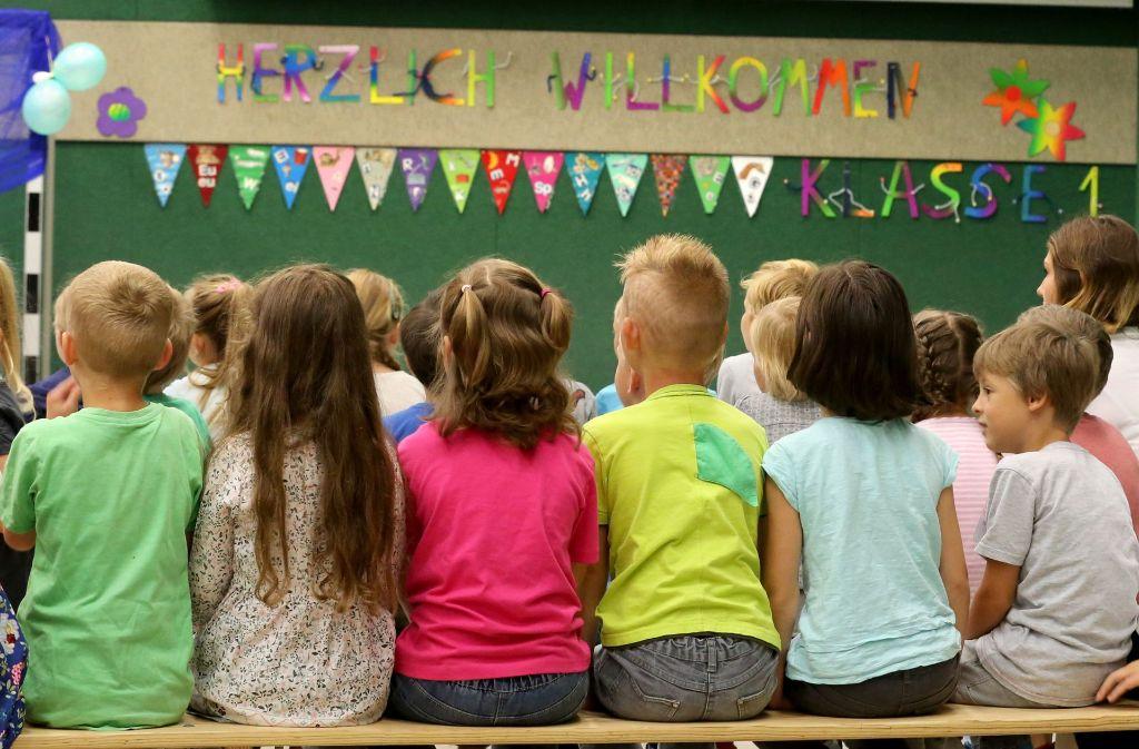 Zahlreiche Kinder werden in Stuttgart eingschult – ob sie einen Schulleiter haben, ist mancherorts offen. Foto: dpa