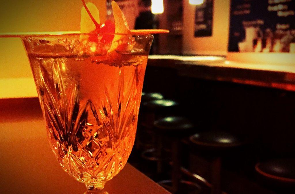 Dass Cocktail auf Champagnerbasis der Drink für die Bussi-Gesellschaft ist, ist ein Vorurteil. Foto: Lukas Jenkner