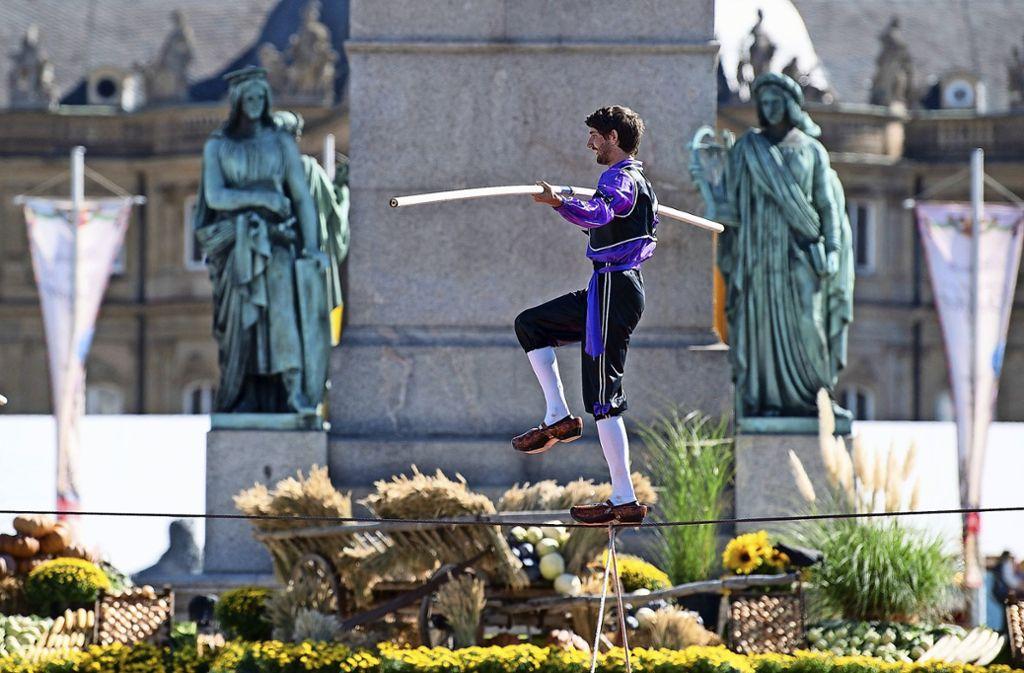 Seiltänzer erfreuten beim Historischen Volksfest im vergangenen Jahr acht Tage lang die Besucher auf dem Schlossplatz. Foto: