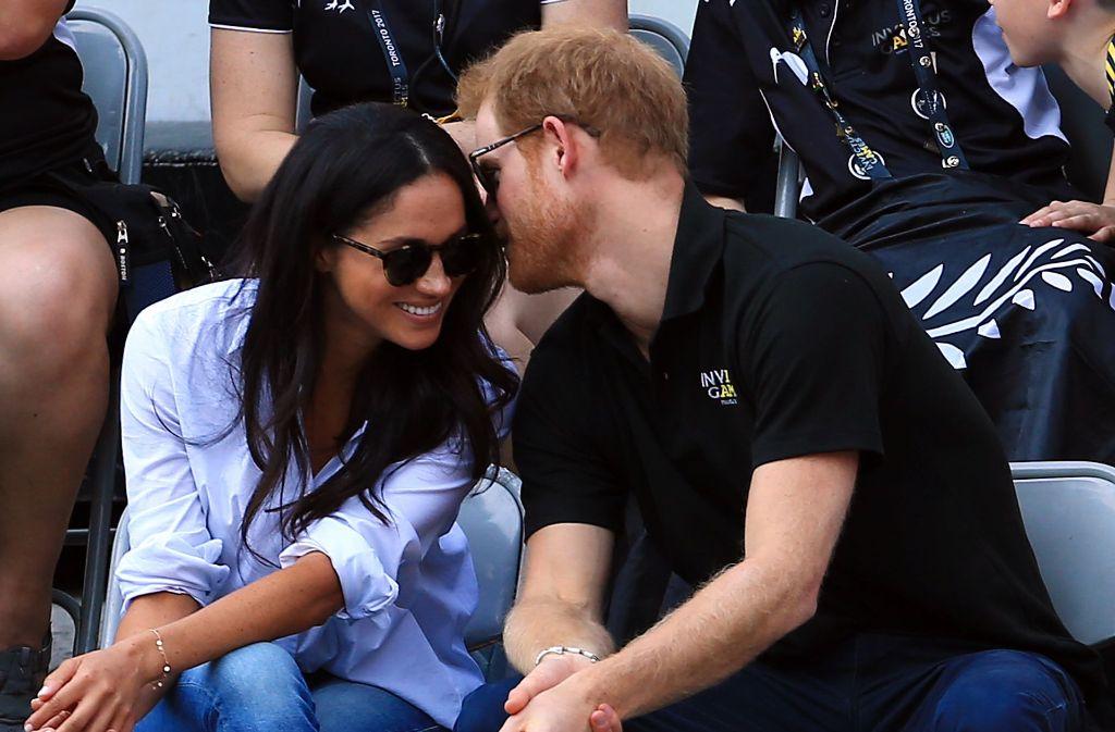 Endlich gemeinsam in der Öffentlichkeit zu sehen: Prinz Harry und seine Freundin Meghan Markle. Foto: Getty Images