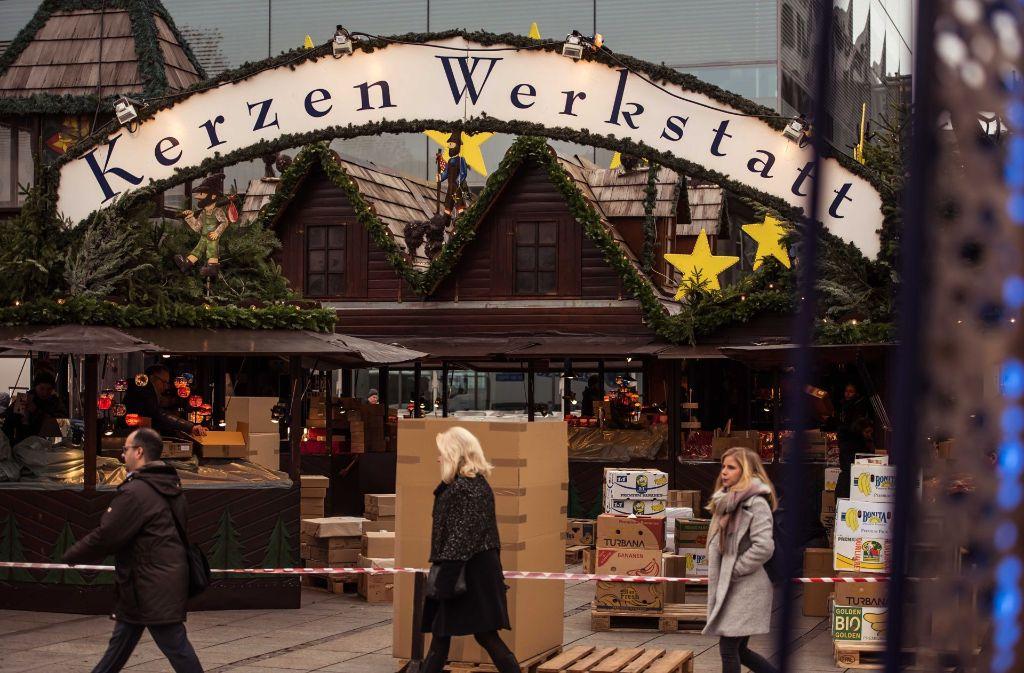 Noch wird aufgebaut auf dem Weihnachtsmarkt. Foto: Lichtgut/Max Kovalenko