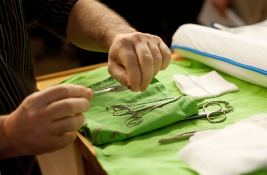 Immer mehr Israelis lassen sich beim Arzt beschneiden. Foto: MTI