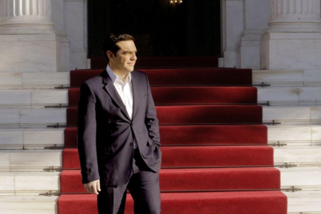 Premier Alexis Tsipras wartet auf    einen Staatsgast. Foto: